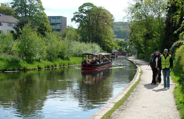 C boat holiday hire on the Llangollen C, Wales with