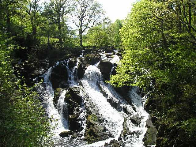Visit the Swallow Falls by public transport